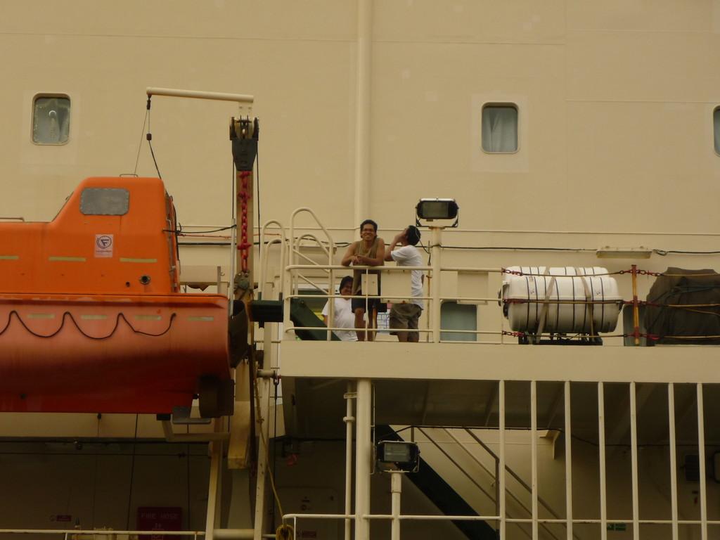 Insgesamt verbringt ein Schiff 9-12 Stunden im ganzen Kanal