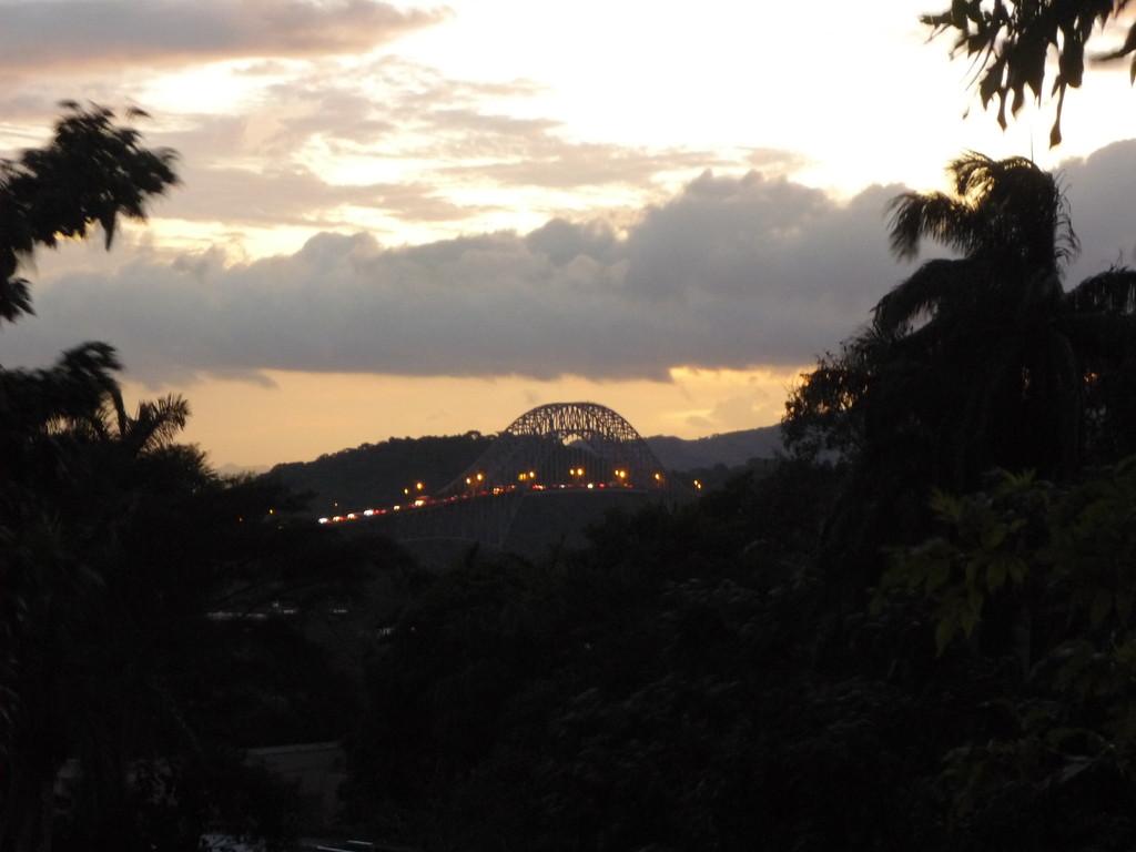 """Sonnenuntergang vom Hotel aus, """"El Puente de los Americas"""""""