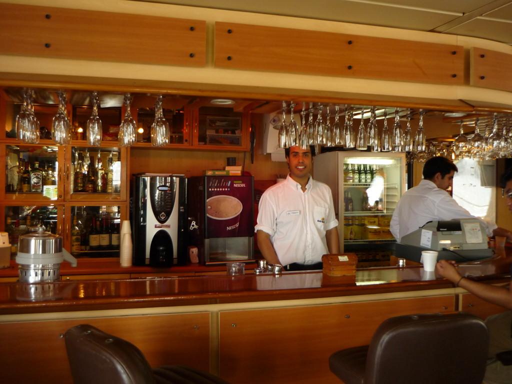 Der Barkeeper...