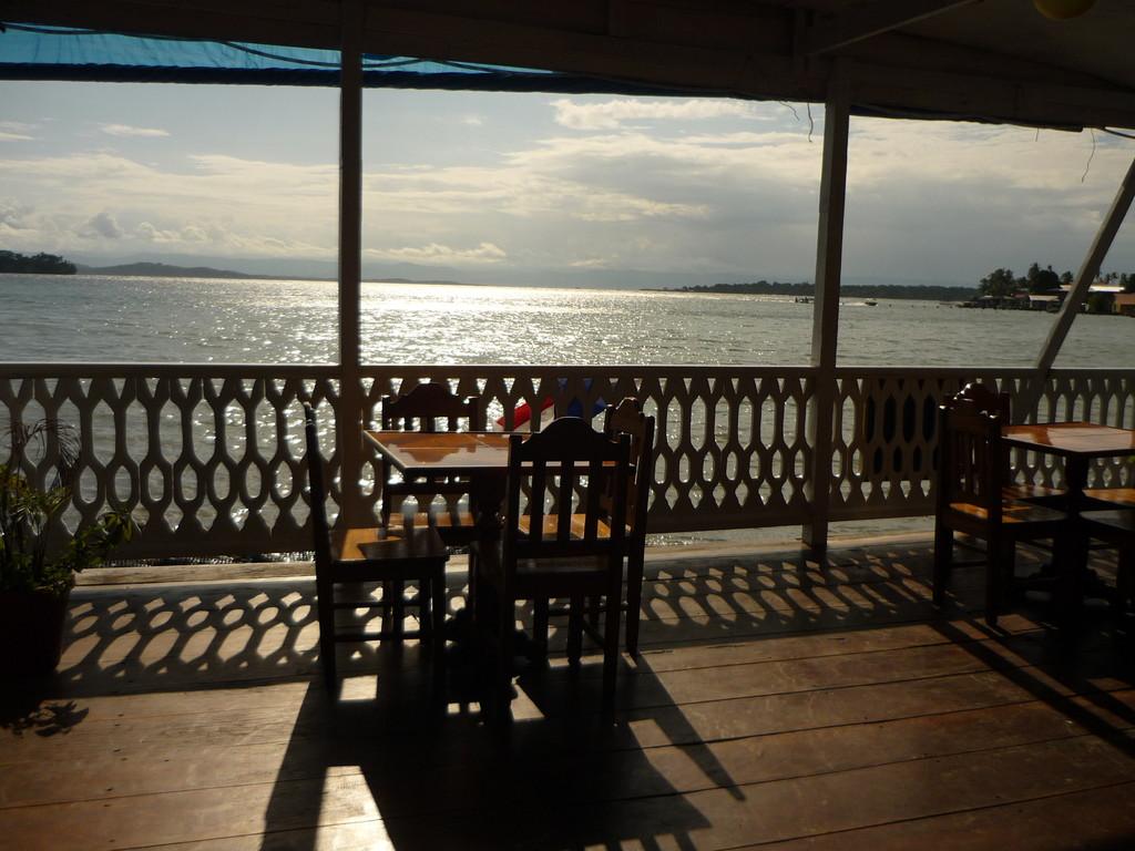 """Auf der Terrasse des Hotels """"Caribbean View"""""""