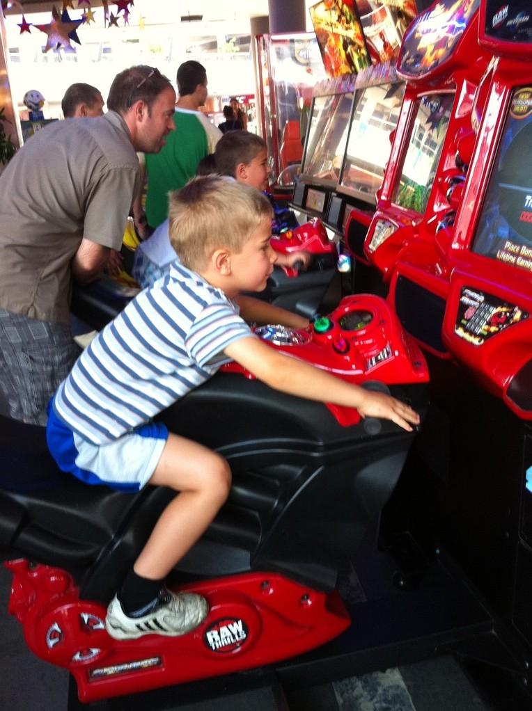 Ein Paradies auch fuer Kinder dank Spielhalle mit 1000 Spielgeraeten