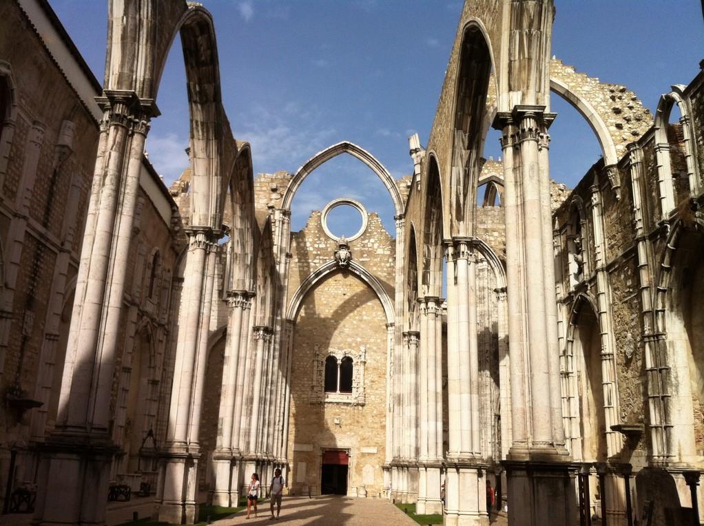 "Das Bogengerippe der ""Igresia do Carmo"" erinnert an das Erdbeben"