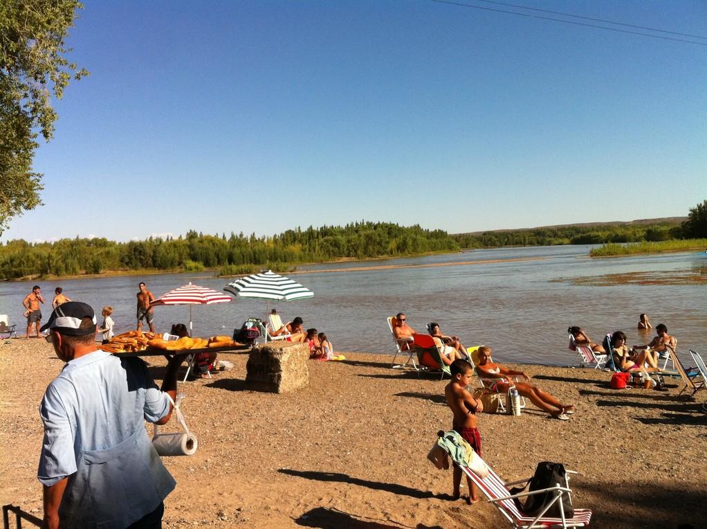 Baden am Fluss in Neuquén