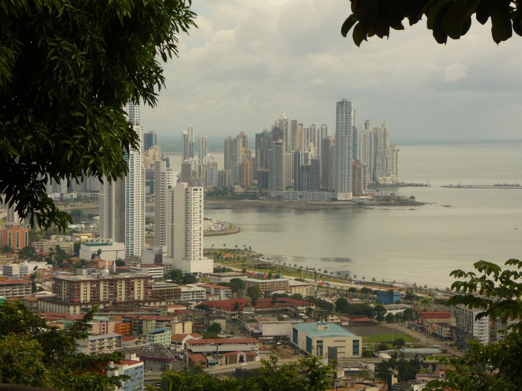 Von oben eine herrliche Aussicht auf Panama City: den neuen Stadtteil...