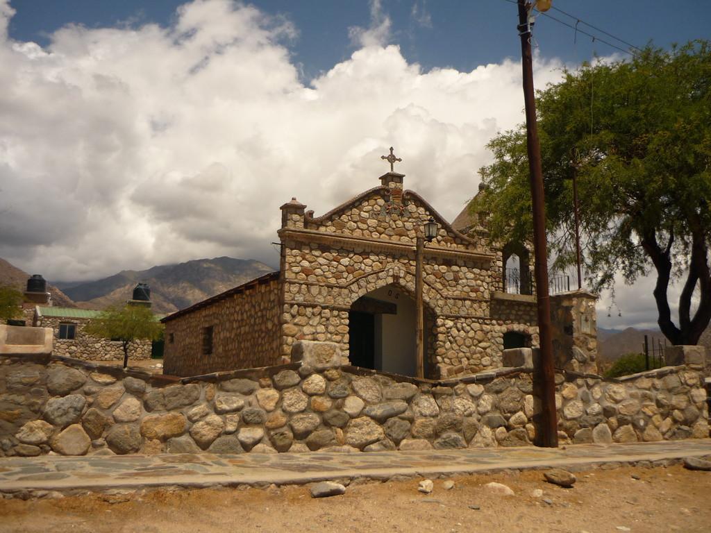 Eine Dorfkirche in der Naehe von Cachi
