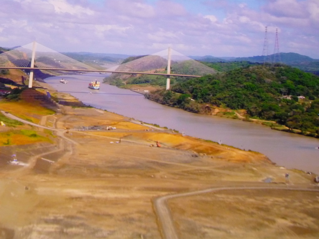 Der Kanal ist 80 Kilometer lang und verbindet den Atlantik und den Pazifik