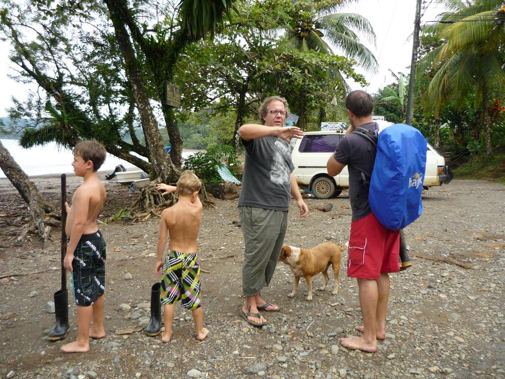Begruessung durch Juan in Bahia Drake