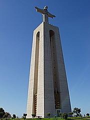 Cristo Rei, die 28m hohe Statue ist dem Cristo Redentor in Rio de Janeiro nachempfunden
