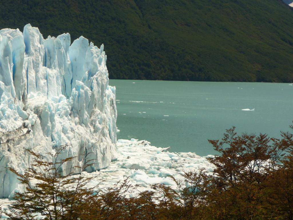 Die Suedwand des Gletschers, die sich in den Lago Argentino ergibt