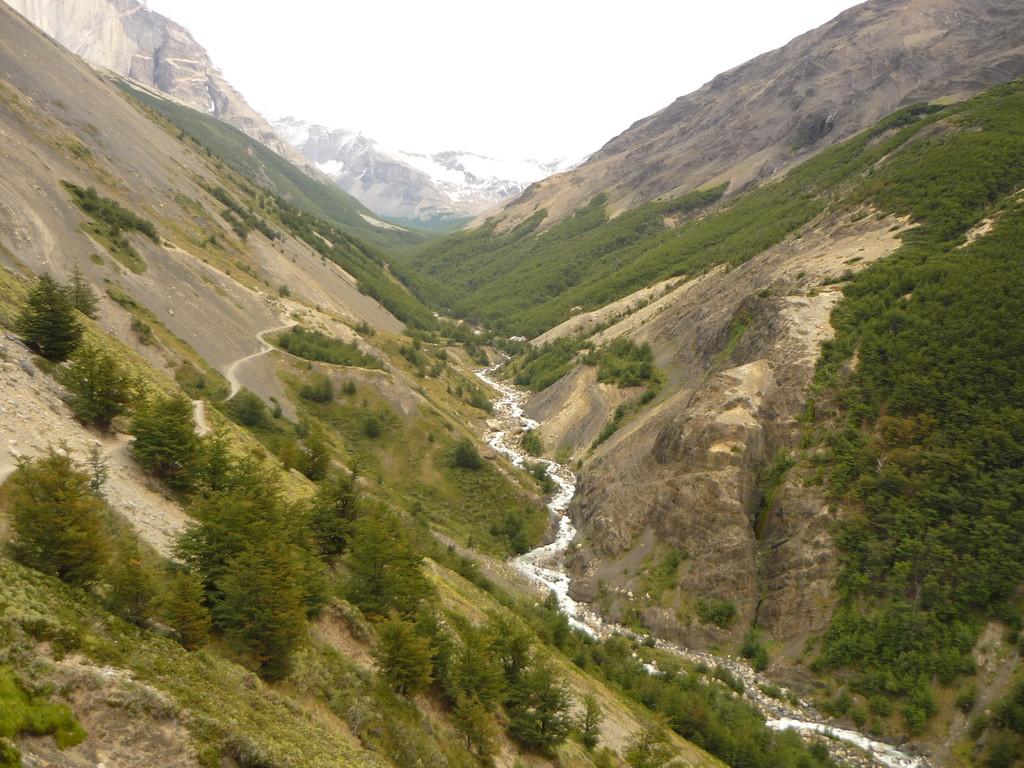 Das Fluesschen, das durch das Tal fliesst, am Refugio vorbei