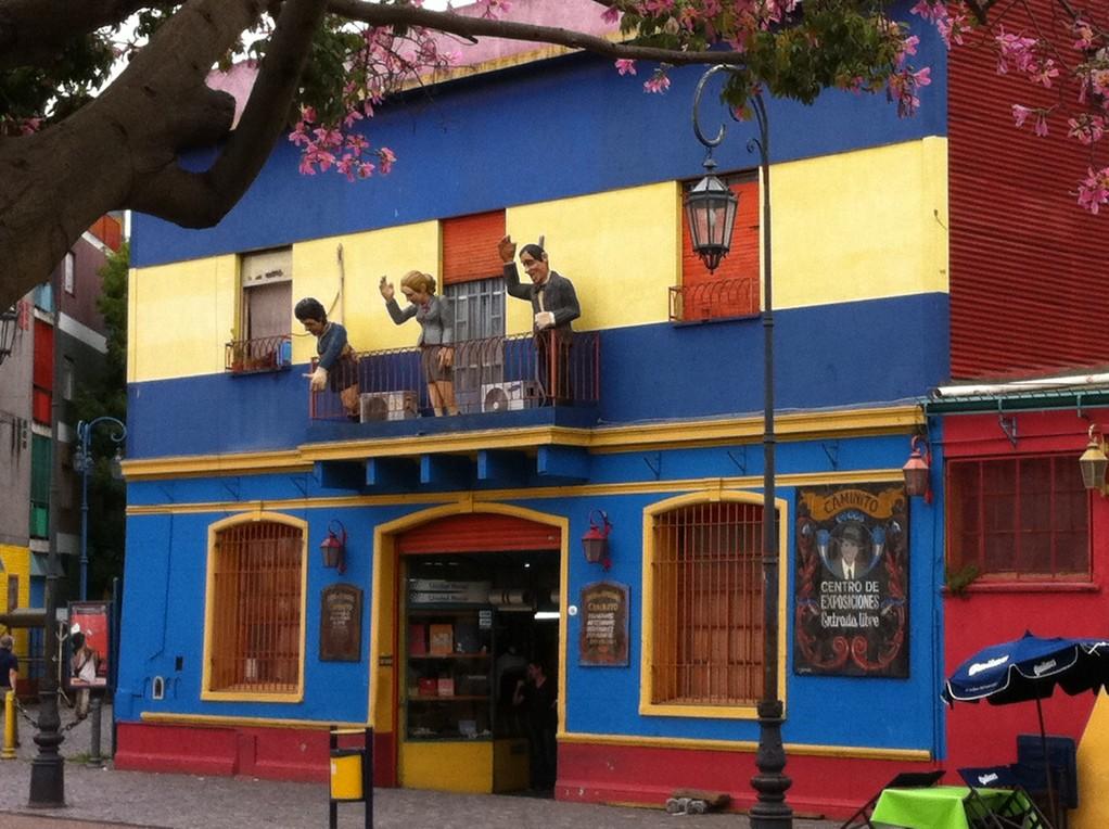 Maradona, Evita, Carlos Gardel winken den Vorbeigehenden