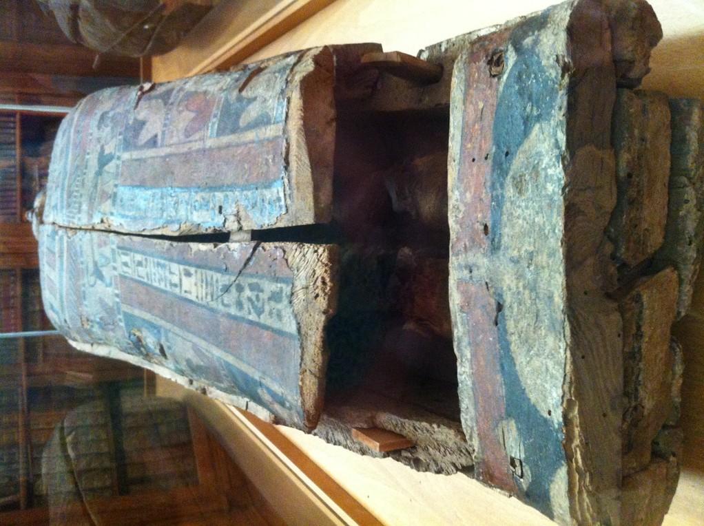 Sogar eine aegyptische Mumie ist zu bewundern, allerdings fehlt ihr der Kopf!