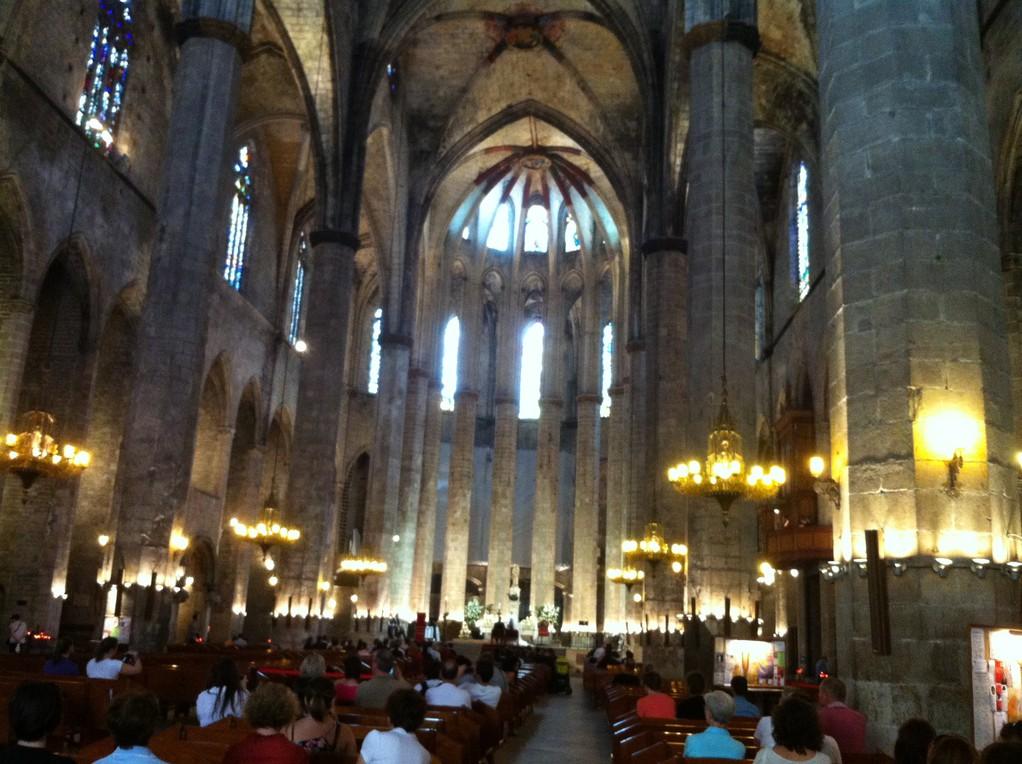 Danach sind wir bereit fuer das Innere der Kathedrale des Meeres