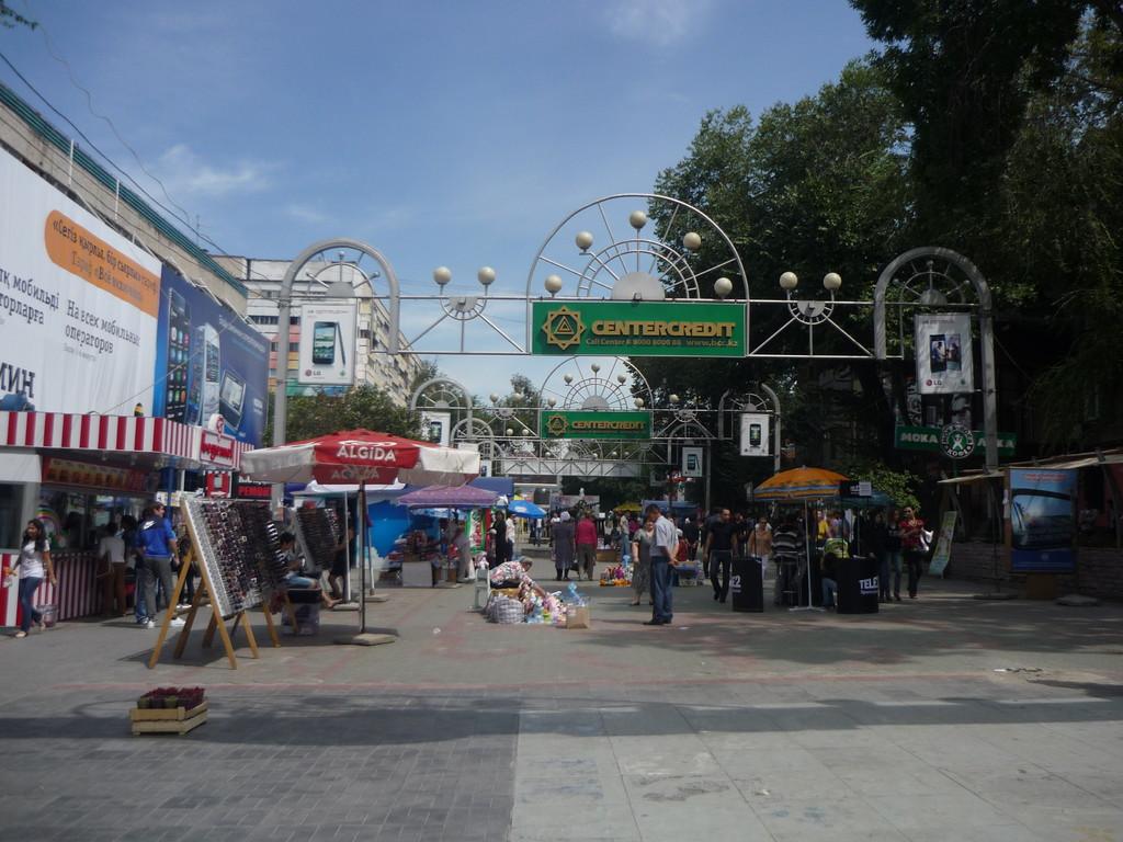 Zurueck in Almaty: Hier die Fussgaengerzone Arbat