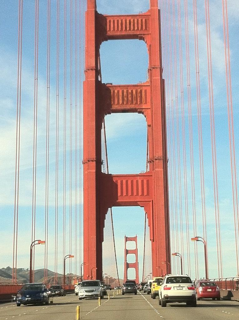 Die Fahrt ueber die Golden Gate Bruecke beeindruckt