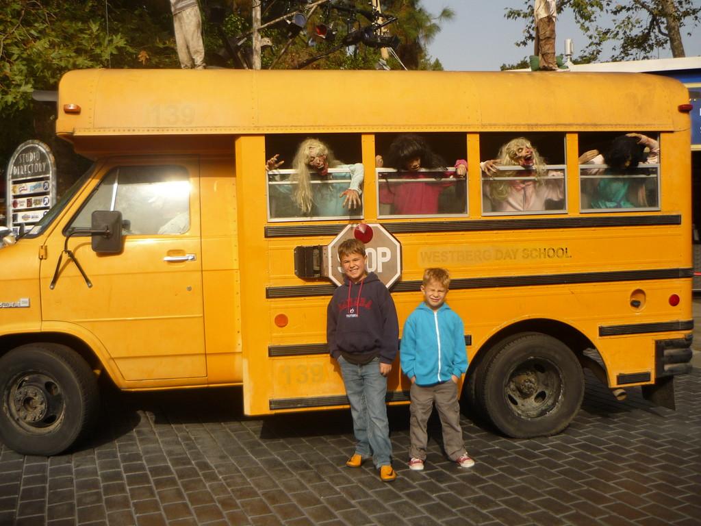Schulbus aus einem Horrorfilm