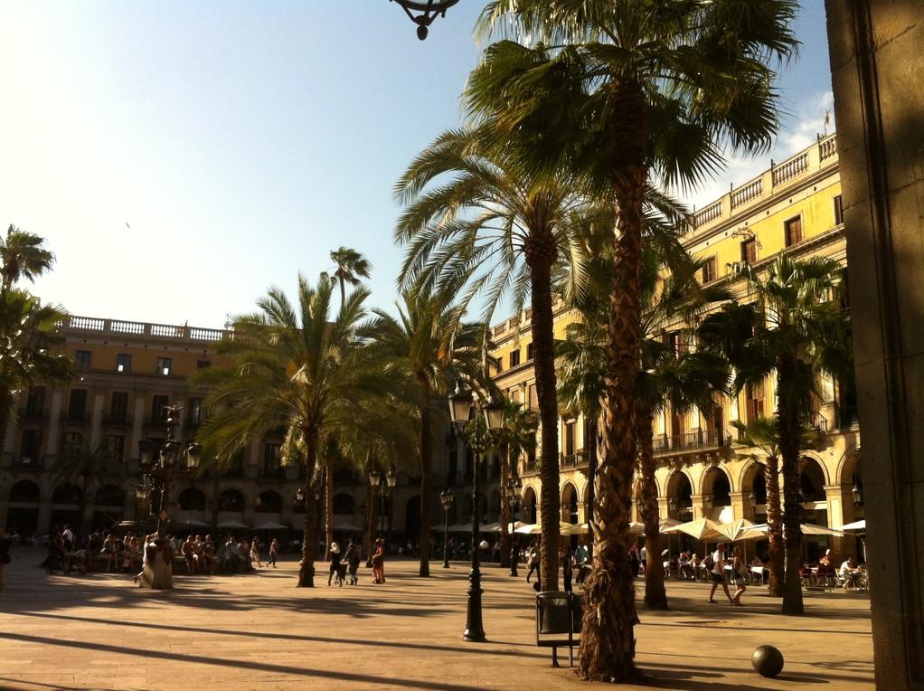 Die wunderschoene Plaza Real bei den Ramblas