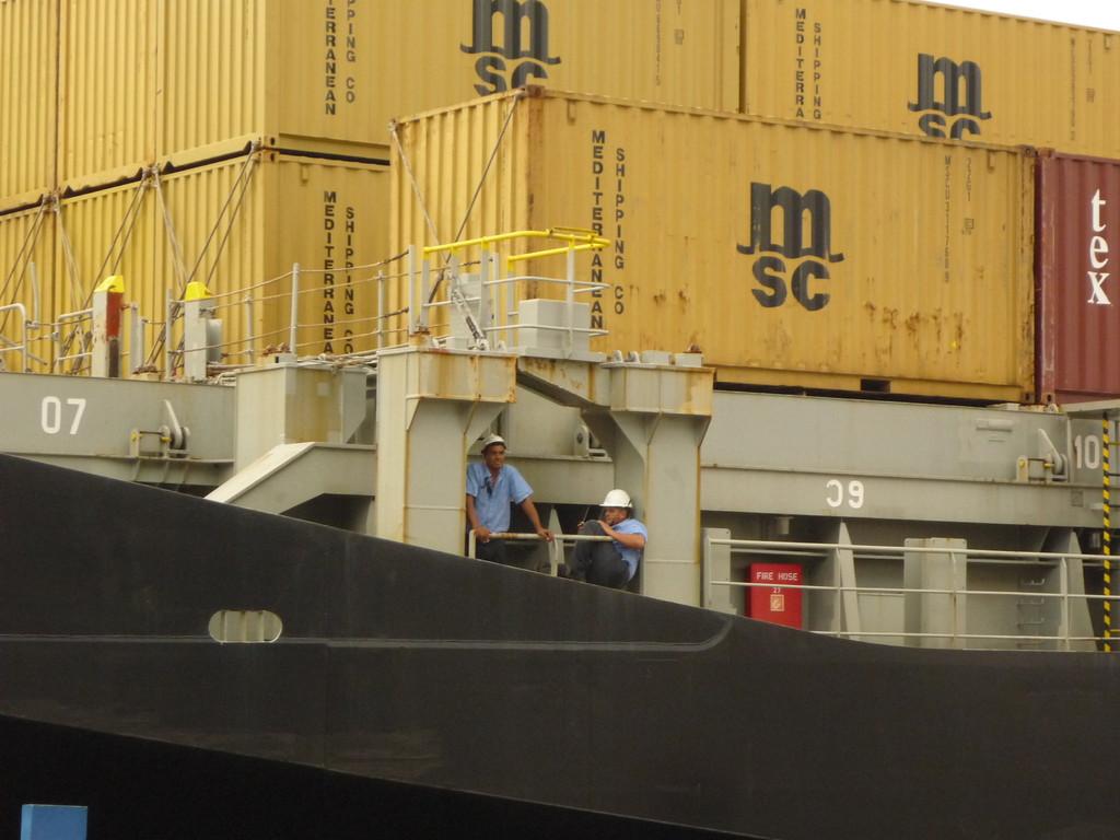 Die Kosten fuer das Passieren des Panama Kanals fuer dieses Schiff: 350´000 US$