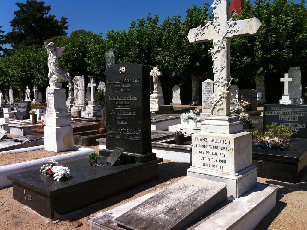 Auf dem Friedhof sieht es gar nicht suedamerikanisch aus