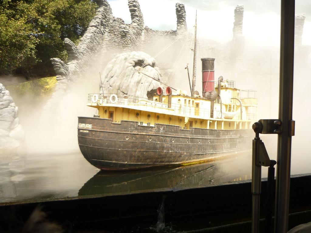 Eines der Spielzeugschiffe, die man fuer Szenen verwendet