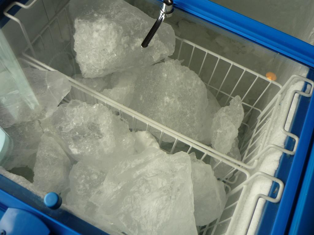 ... verwendet Gletschereis fuer die Drinks