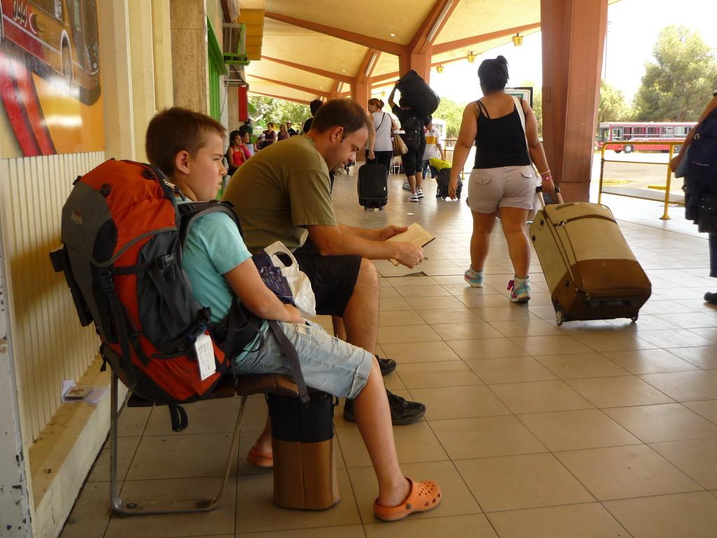Auf dem Busbahnhof von San Juan