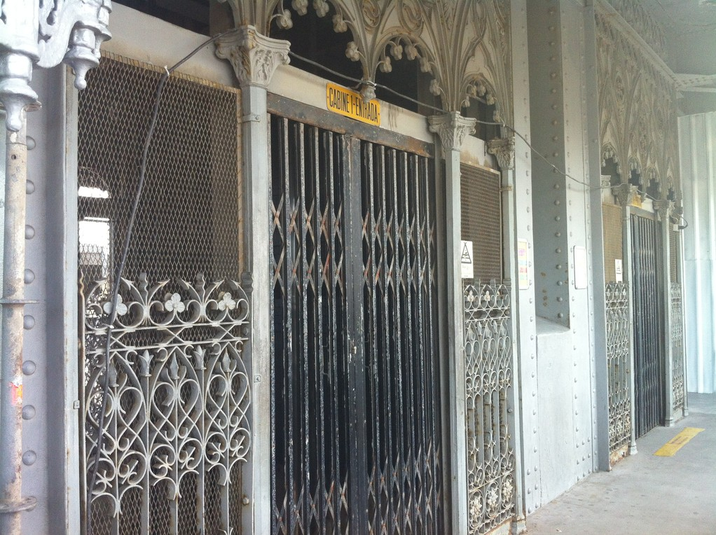 """Der Lift """"Elevador de Santa Justa"""" selber ist eine Attraktion"""