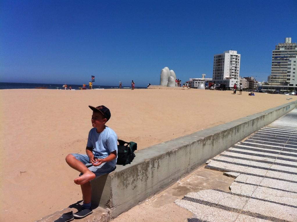 Der feine Sand rieselt durch die Zehen