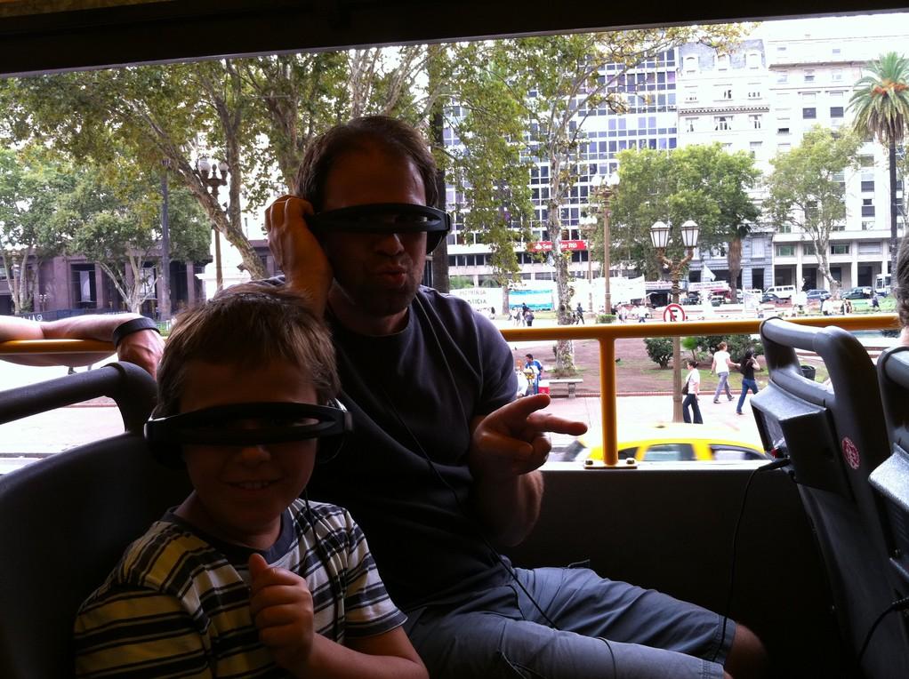 Auf City Tour mit dem doppelstoeckigen Bus