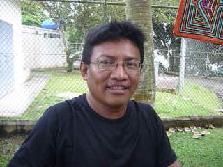 Vincent verkauft Touristen Souvenirs, er stammt von den Kuna Yala Indianern ab