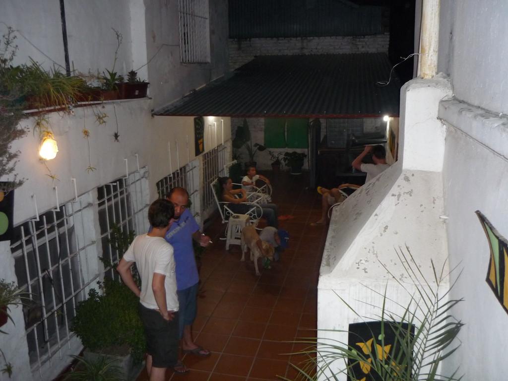 Der Patio, wo gegrillt und geraucht und getrunken wird