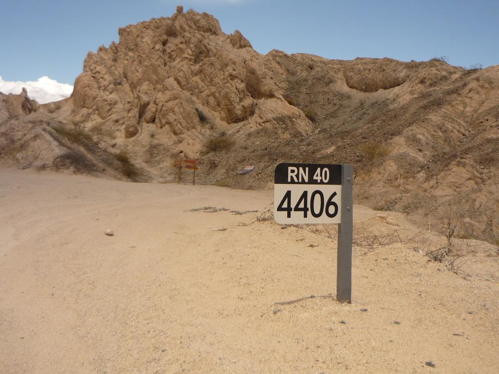 Nur noch 4406 km bis nach Ushuaia auf der RN 40