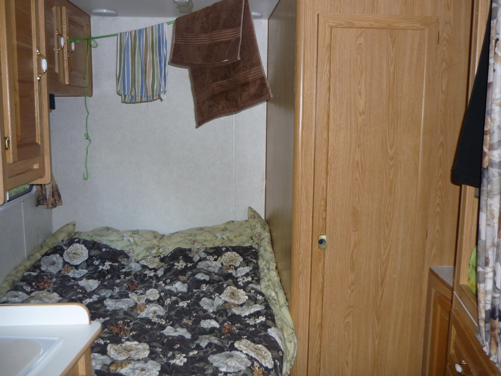 Unser Motorhoemli: Elternschlafzimmer