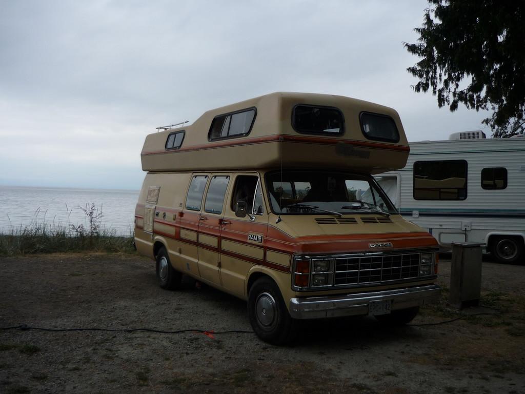 unterwegs mit ihrem Hippie-Mobil
