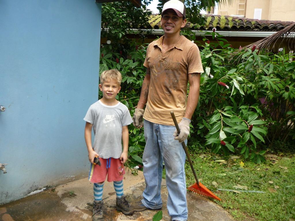 Jeromes neuer Freund Cristian, dem er sehr sehr gerne hilft