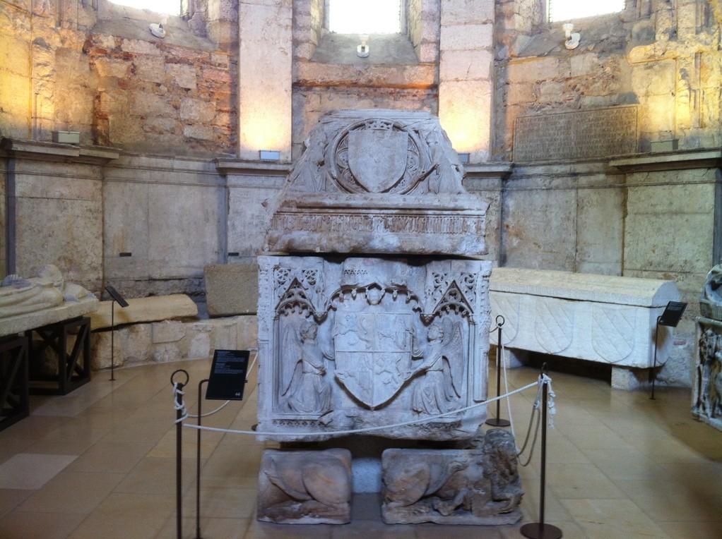 Im Inneren befindet sich heute ein archaeologisches Museum, das uns verzueckt...