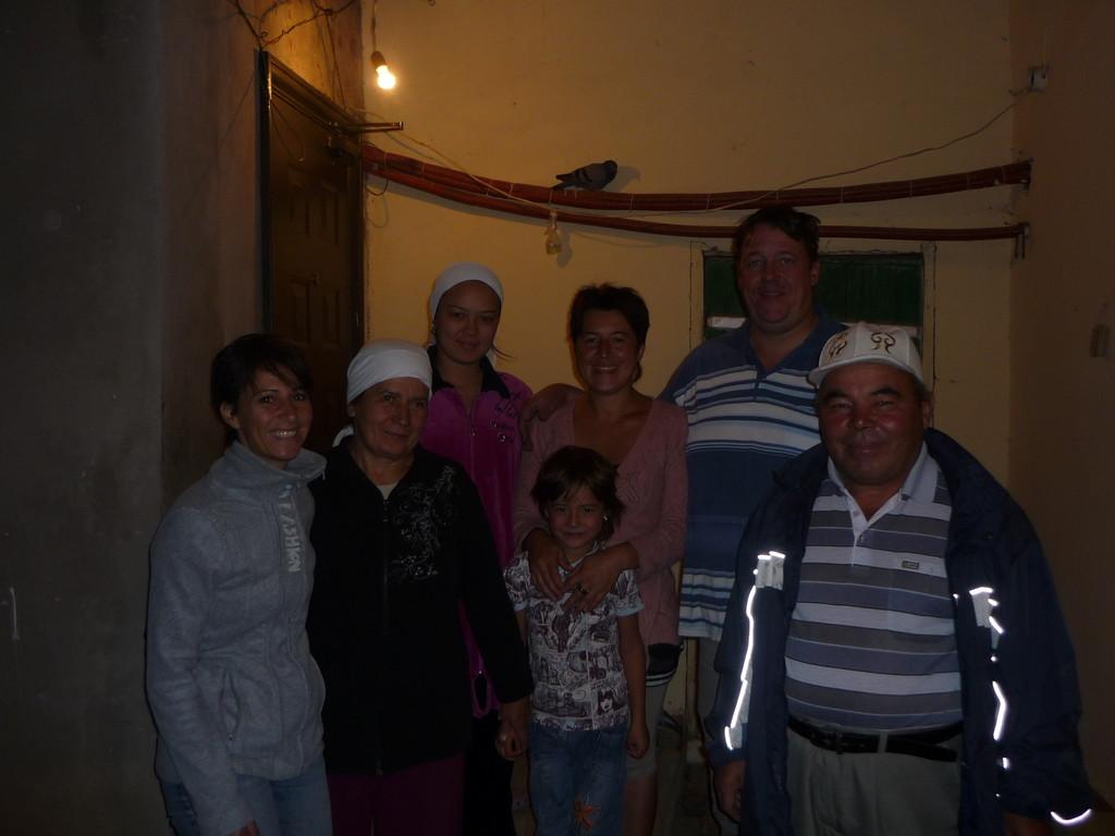 """Unsere"" Familie: Coco, Natasha, xy, Elmira mit Nathalie, Lammert, xz"