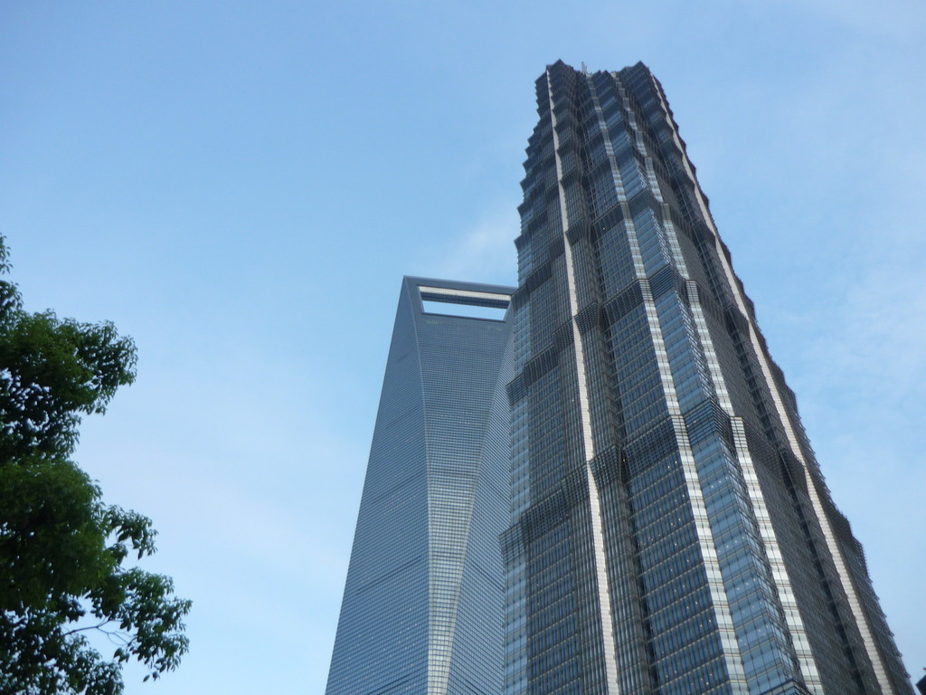 """Vorne Jinmao Tower, hinten der """"Flaschenoffner"""""""