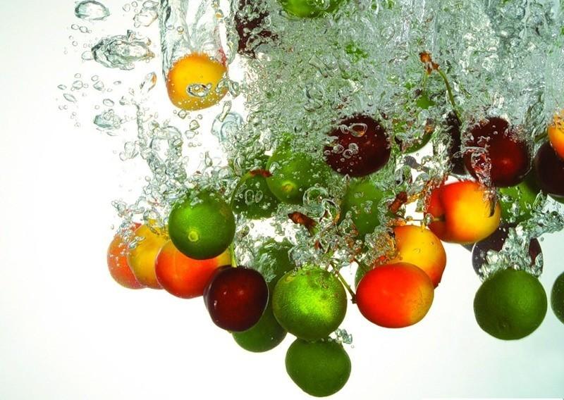Фруктовые кислоты обладают прекрасными очищающими и отбеливающими свойствами, к тому же, их используют для пилинга.