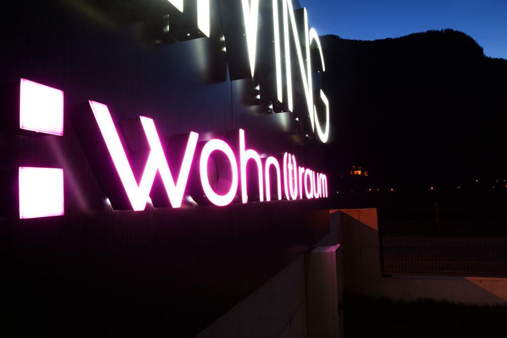 Leuchtschrift Living Wohntraum, Mayrhofen, Tirol