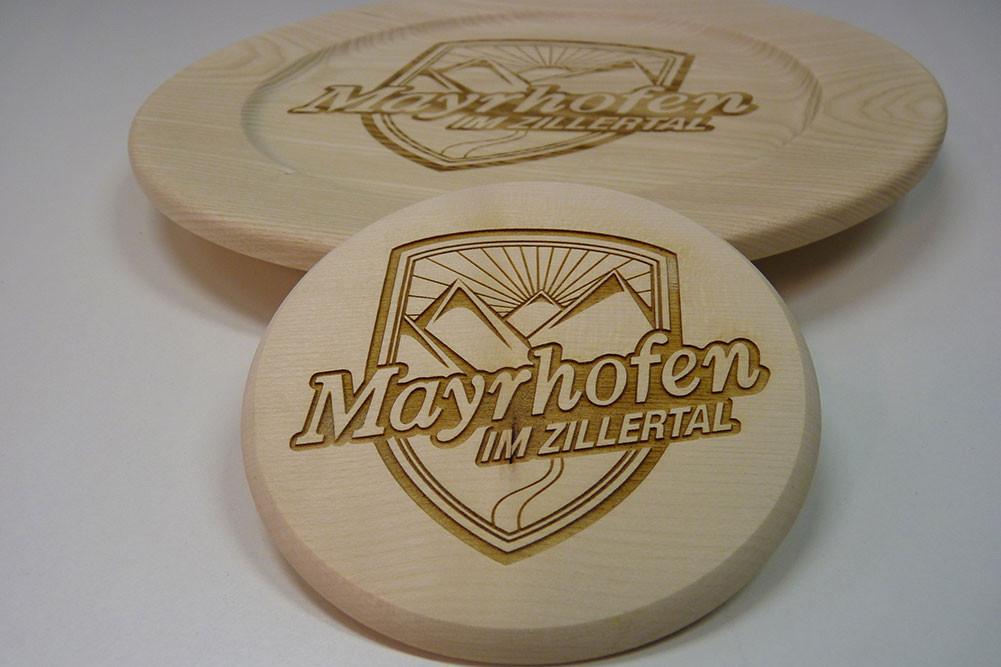 präszise Lasergravuren auf Holz, Acrylglas, Metall,
