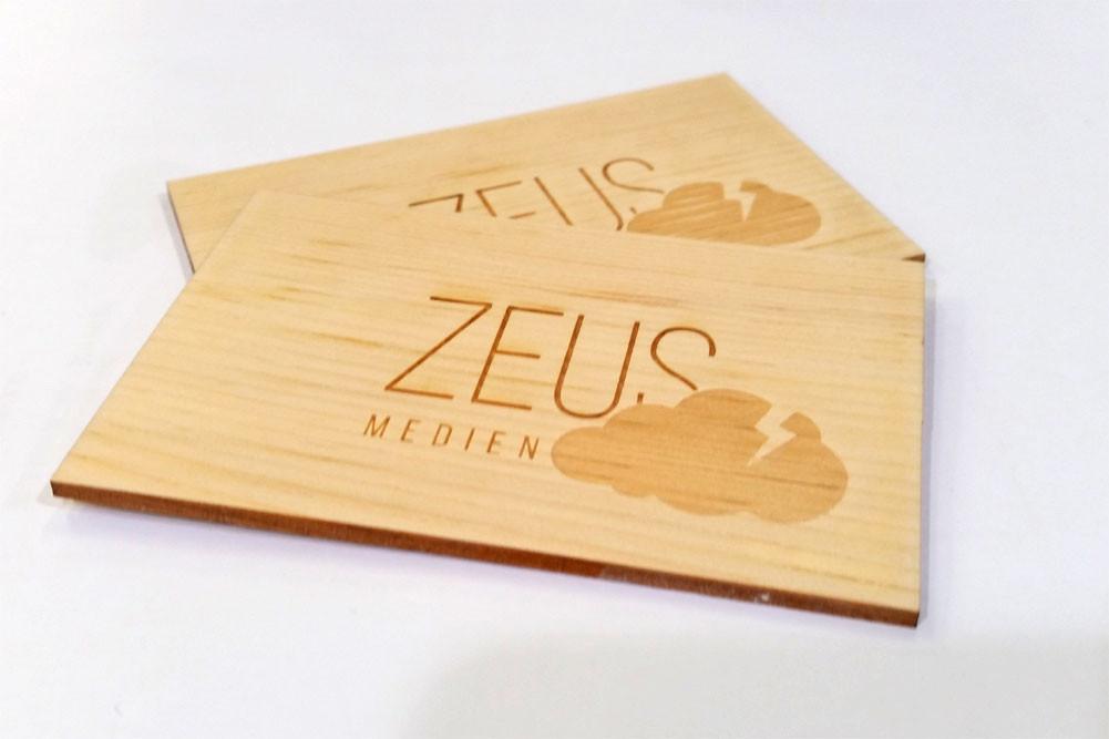 Wunderschöne Visitenkarten aus Holz mit Lasergravur