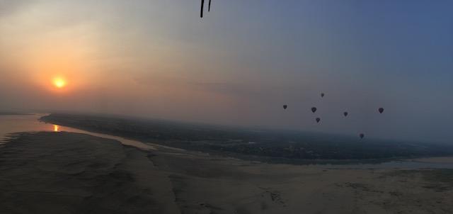 Panoramabild Ballone über Bagan