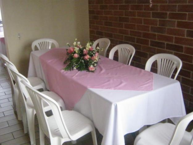 Alquiler de sillas mesas y manteles payasos titeres for Mesas y sillas de plastico para jardin