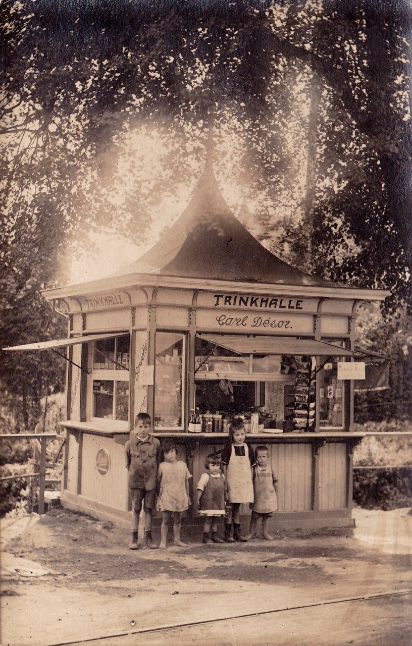 Kiosk auf dem Dorfplatz 20er Jahre