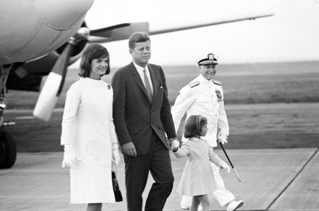 © Robert Knudsen · White House Photographs · John F. Kennedy Presidential Library and Museum, Boston