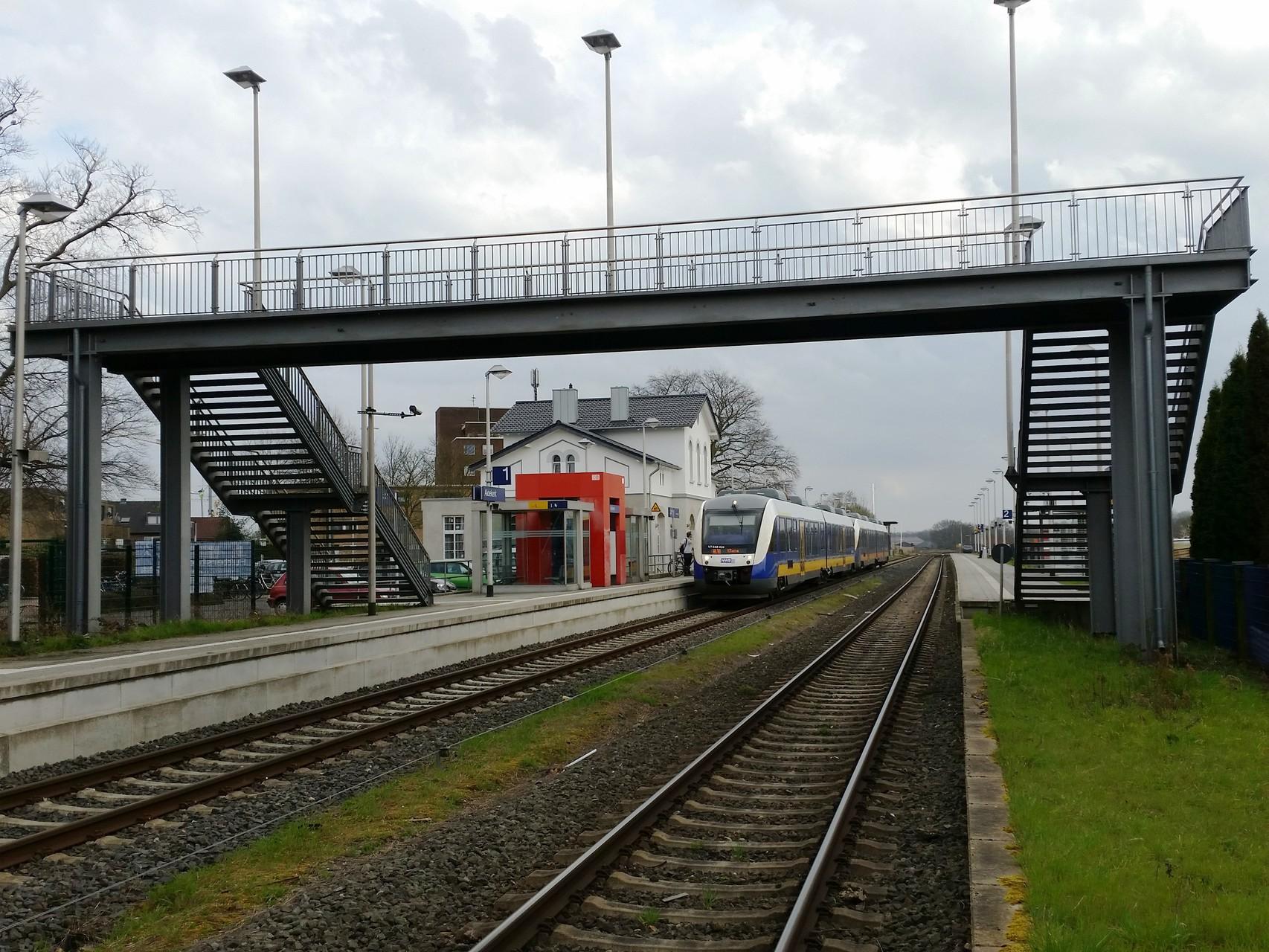 Bahnhof Aldekerk, Strecke Düsseldorf - Krefeld - Kleve im Verkehrsverbund Rhein-Ruhr (VRR)