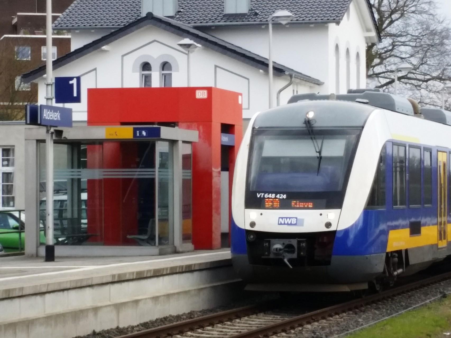 """RE 10 - """"NIERSEXPRESS"""" der NordWestBahn, verkehrt zu Hauptverkehrszeiten im Halbstundentakt"""