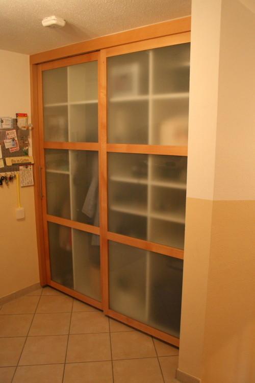 Garderobenschrank in Buche / Satinato Glas mit Schiebetüren