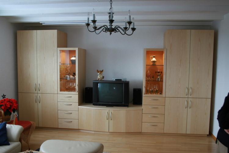 Wohnzimmer Schrankwand in Esche / geriegelter Esche